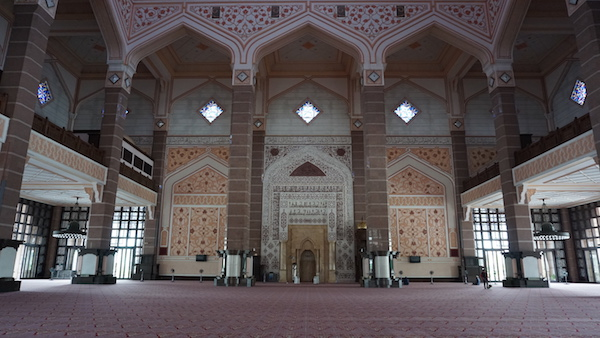Narui My Pink Mosque inside 1