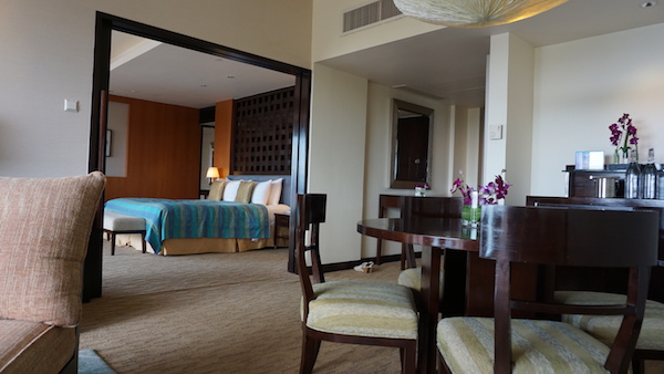 narui.my shangri-la suite room inside