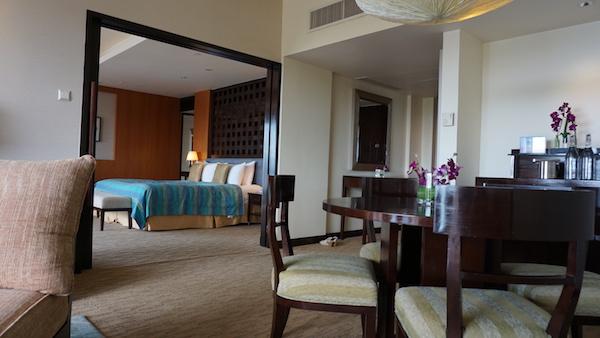 narui.my shangri-la suite room inside