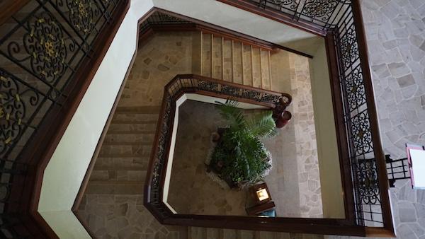 narui.my shangri-la stairs