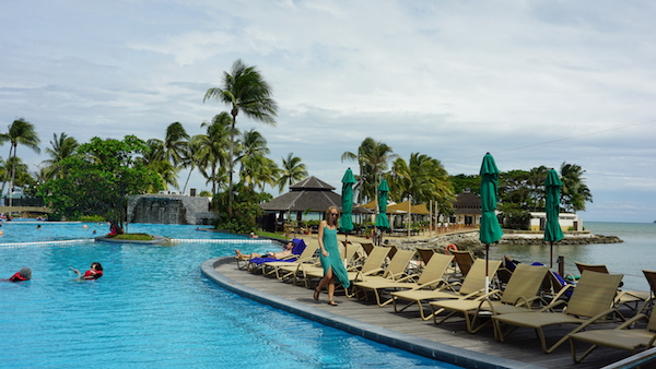 narui.my shangri-la beach side pool