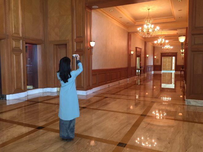 narui-my-the-empire-hotel-brunei-corridor-6