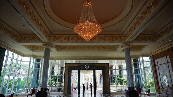 narui-my-the-empire-hotel-brunei-entrance