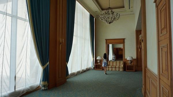 narui-my-the-empire-hotel-corridor